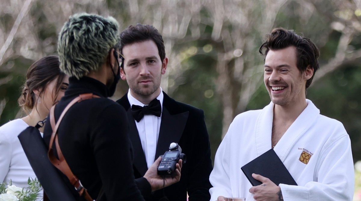 Harry Types Wore A Bathrobe And Slippers For His Supervisor S Wedding Ceremony Photographs And We Ve Got All The Footage