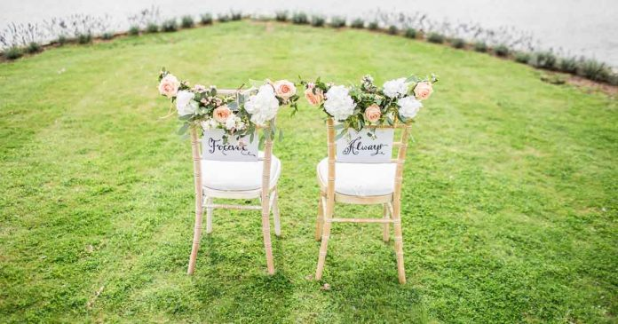 15 backyard wedding photos to convince you to throw one on your big day